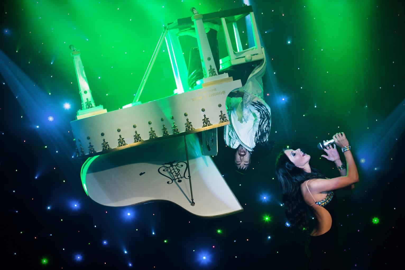 iluzjonista Marcin Muszynski, iluzja, Magia, latajacy fortepian, lewitacja pianisty z foprtepianem, iluzjonisci