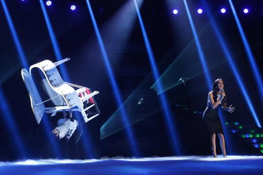 iluzjonista Marcin Muszy?ski, lewitacja fortepianu, Fly Piano, Lata z Fortepianem